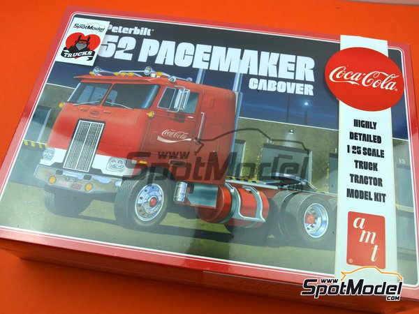 Image 13: Peterbilt 352 Pacemaker Cabover Coca Cola | Model truck kit in 1/25 scale manufactured by AMT (ref. AMT1090)