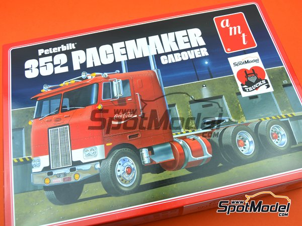 Image 14: Peterbilt 352 Pacemaker Cabover Coca Cola | Model truck kit in 1/25 scale manufactured by AMT (ref. AMT1090)