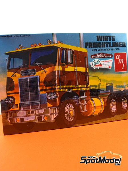 White Freightliner Dual Drive Tractor | Model truck kit in 1/25 scale manufactured by AMT (ref. AMT620) image