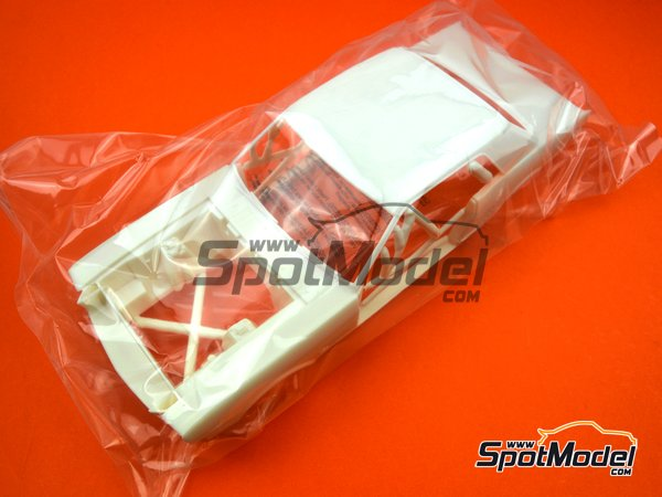 Image 9: Ford Mustang -  1965 | Model car kit in 1/16 scale manufactured by AMT (ref.AMT872)