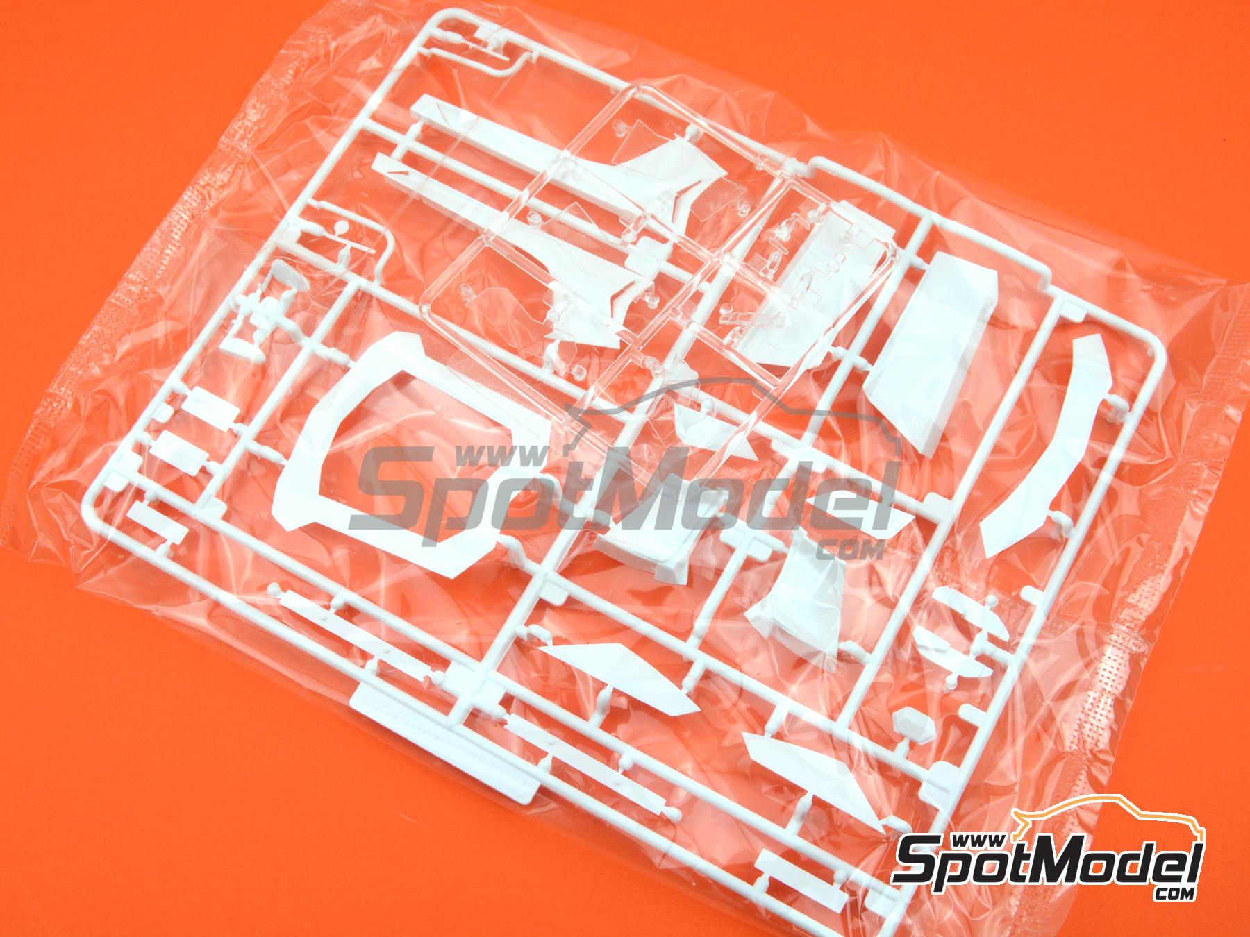 Image 2: Lamborghini Aventador LP700-4 | Model car kit in 1/24 scale manufactured by Aoshima (ref.00142)