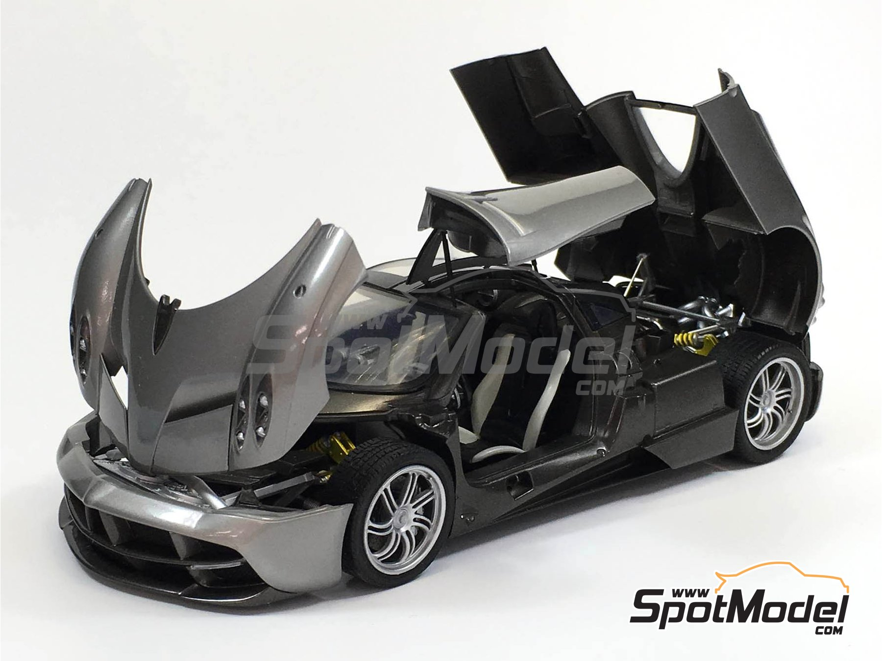 Image 2: Pagani Huayra | Maqueta de coche en escala1/24 fabricado por Aoshima (ref.01091)