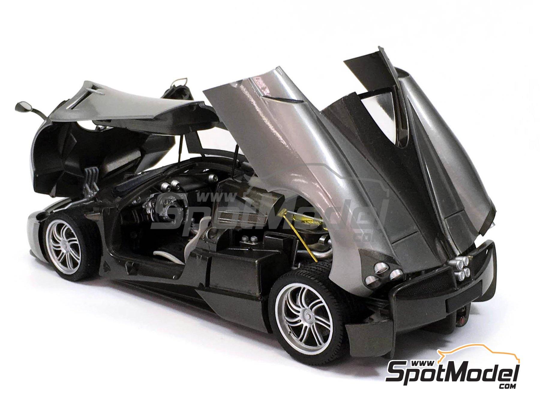 Image 3: Pagani Huayra | Maqueta de coche en escala1/24 fabricado por Aoshima (ref.01091)