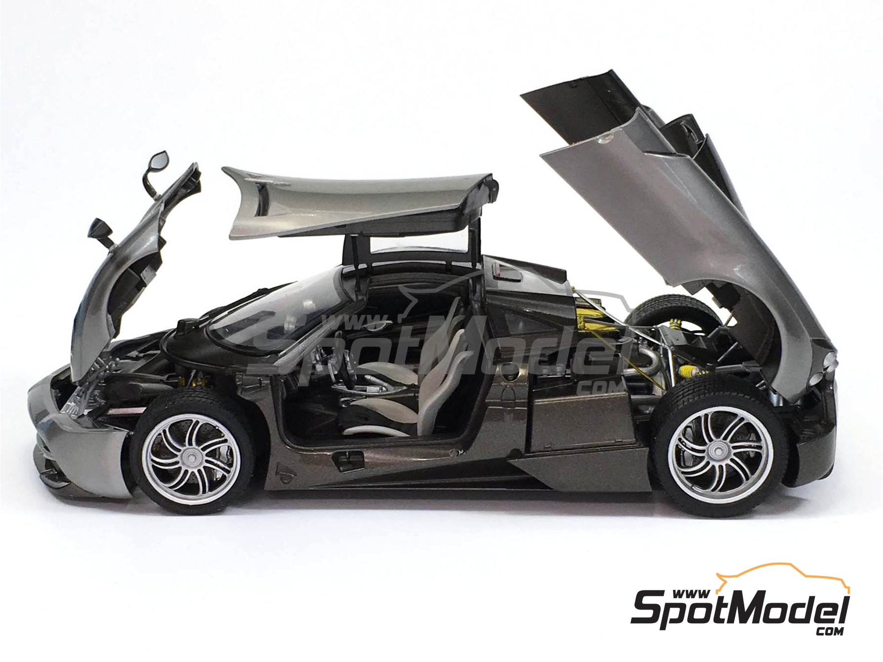 Image 4: Pagani Huayra | Maqueta de coche en escala1/24 fabricado por Aoshima (ref.01091)