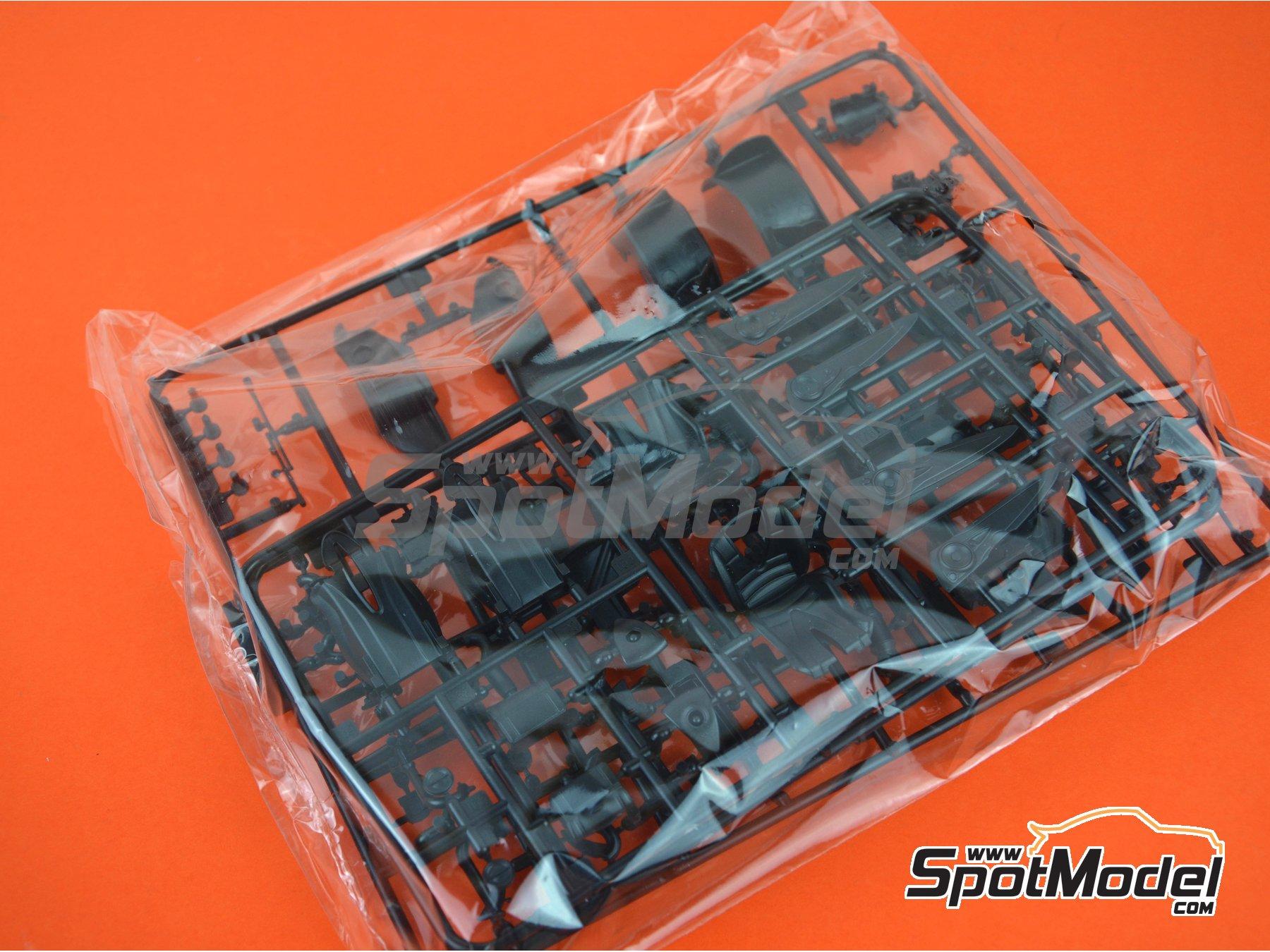 Image 11: Pagani Huayra | Maqueta de coche en escala1/24 fabricado por Aoshima (ref.01091)