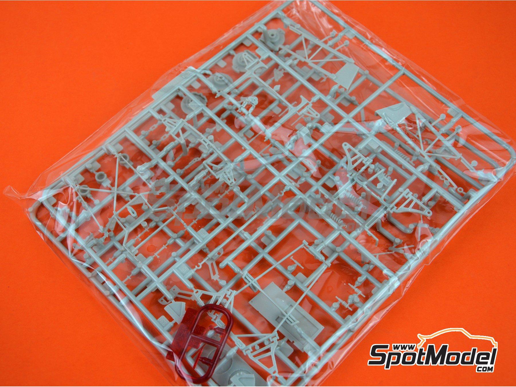 Image 12: Pagani Huayra | Maqueta de coche en escala1/24 fabricado por Aoshima (ref.01091)