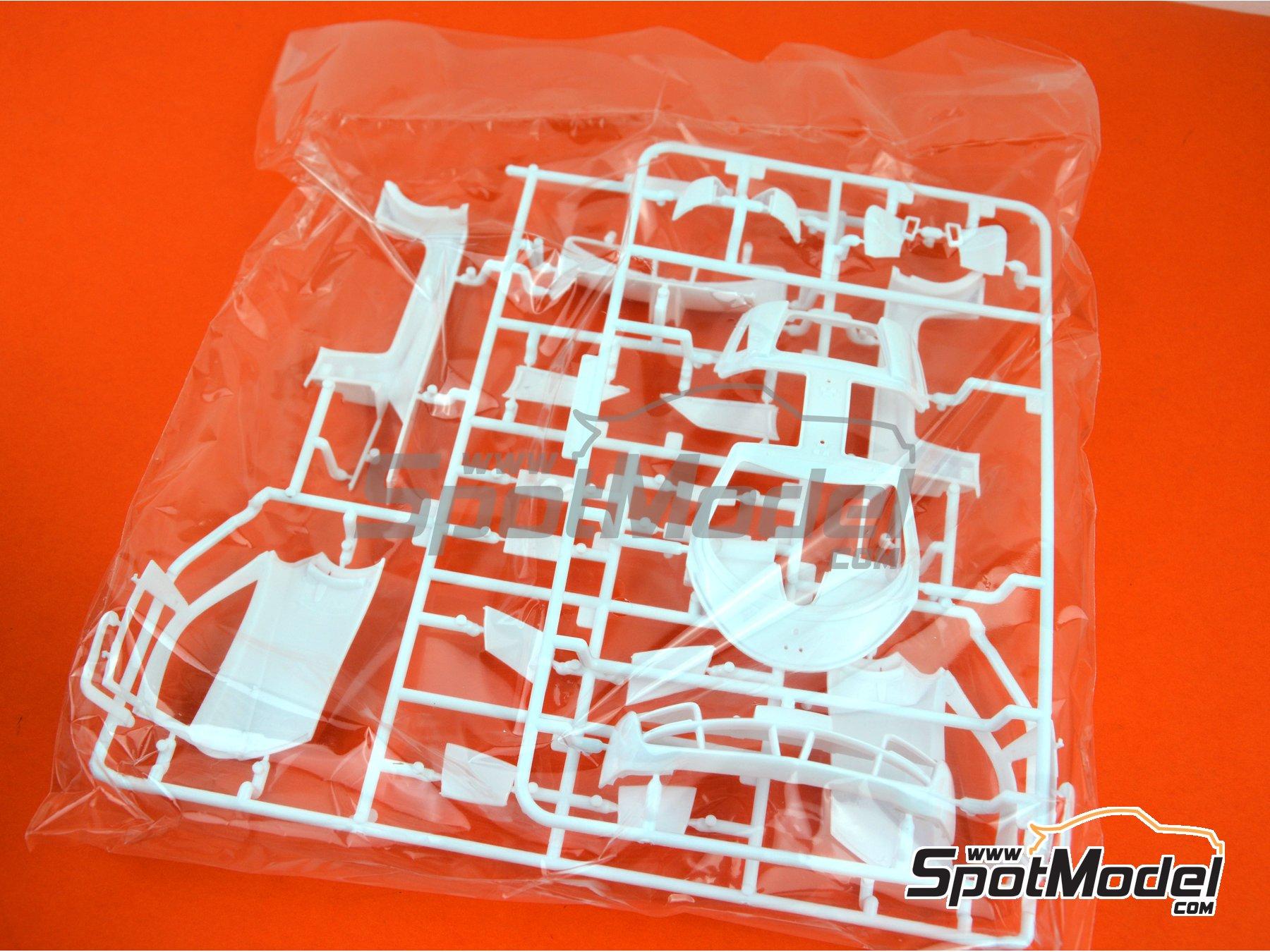 Image 15: Pagani Huayra | Maqueta de coche en escala1/24 fabricado por Aoshima (ref.01091)