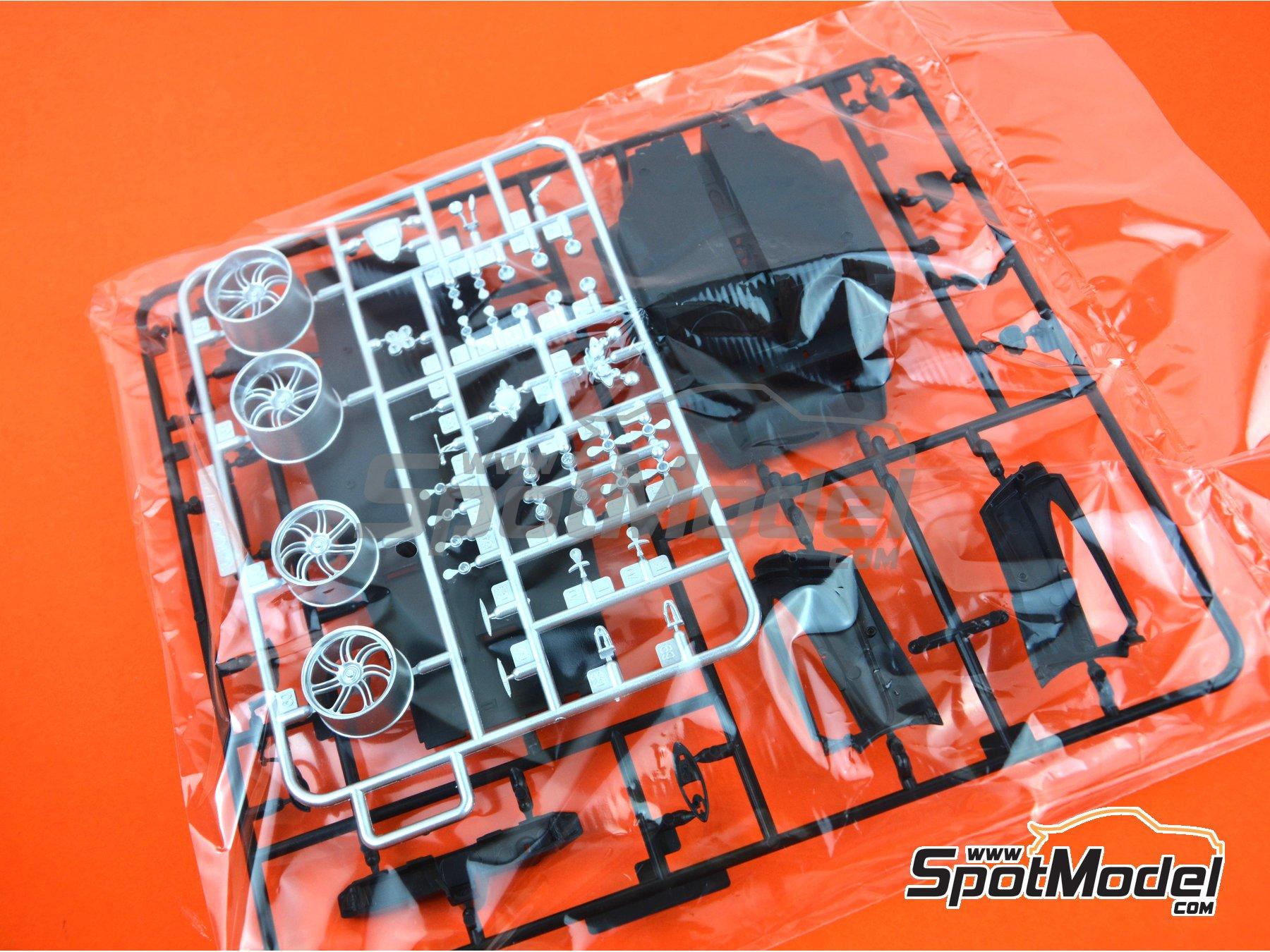 Image 17: Pagani Huayra | Maqueta de coche en escala1/24 fabricado por Aoshima (ref.01091)