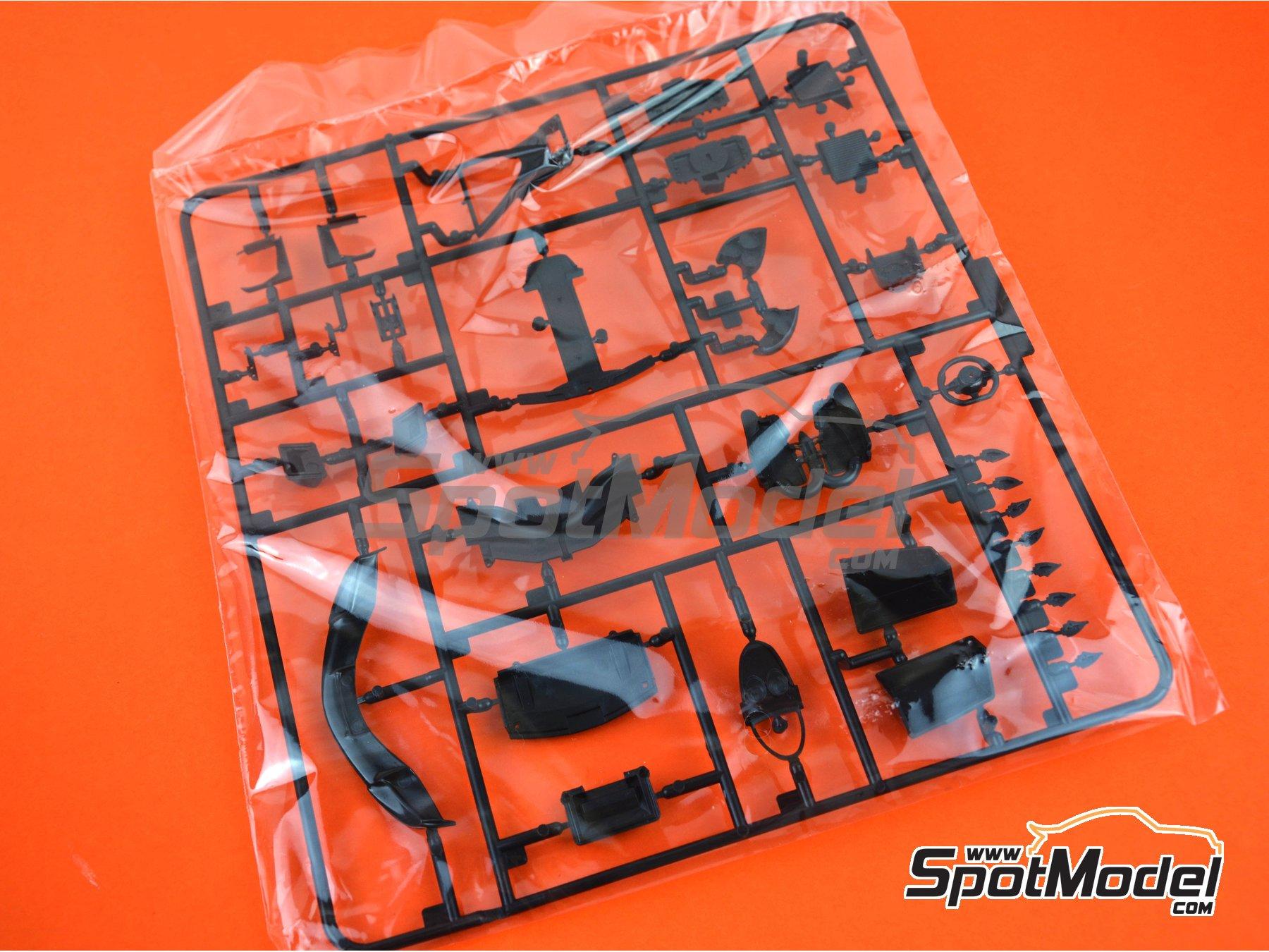 Image 18: Pagani Huayra | Maqueta de coche en escala1/24 fabricado por Aoshima (ref.01091)