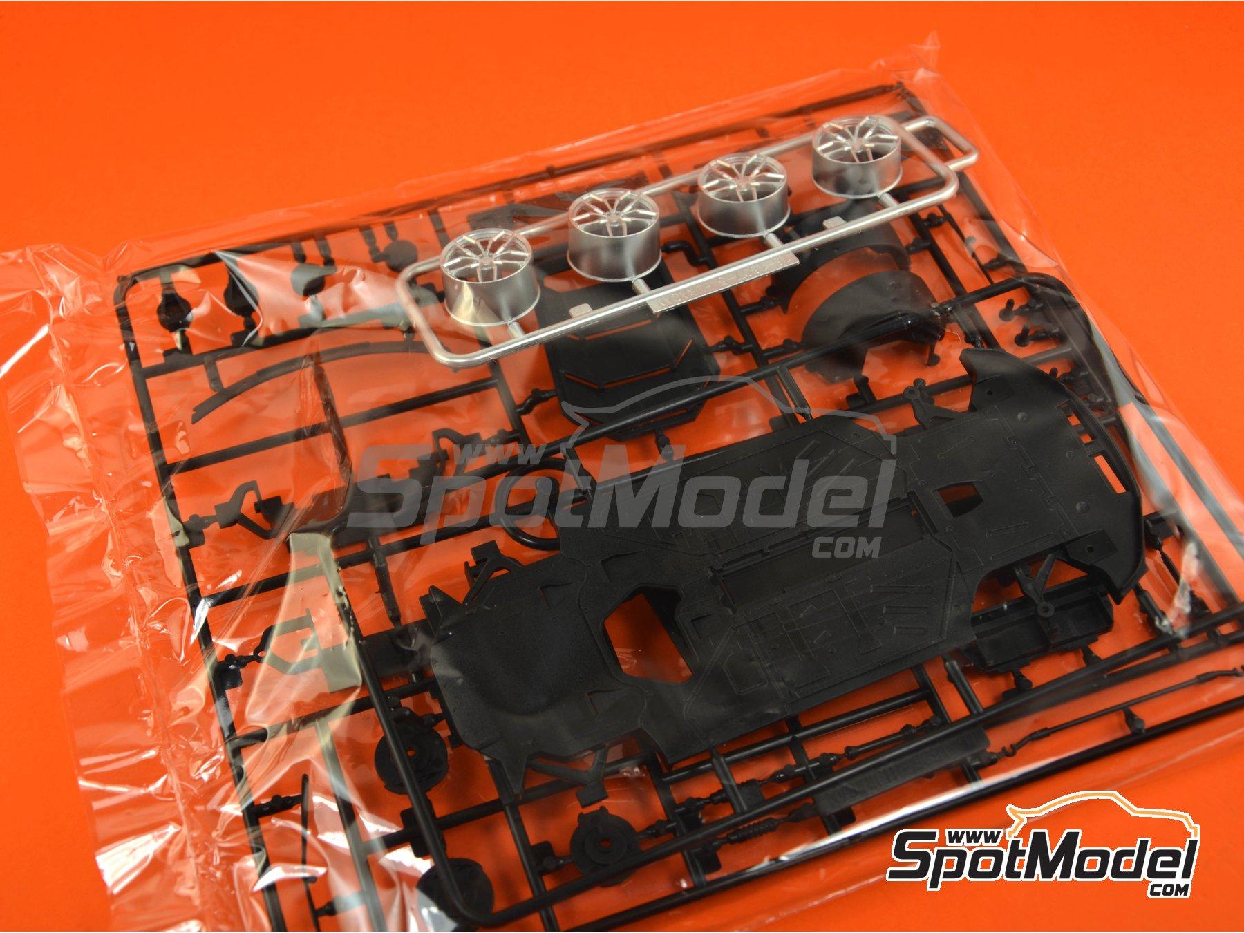 Image 20: Lamborghini Huracan LP610-4 | Model car kit in 1/24 scale manufactured by Aoshima (ref.01382)
