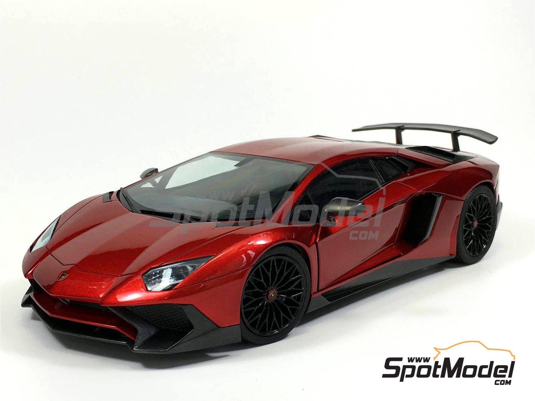 Image 2: Lamborghini Aventador LP750-4 SV | Model car kit in 1/24 scale manufactured by Aoshima (ref.05121)