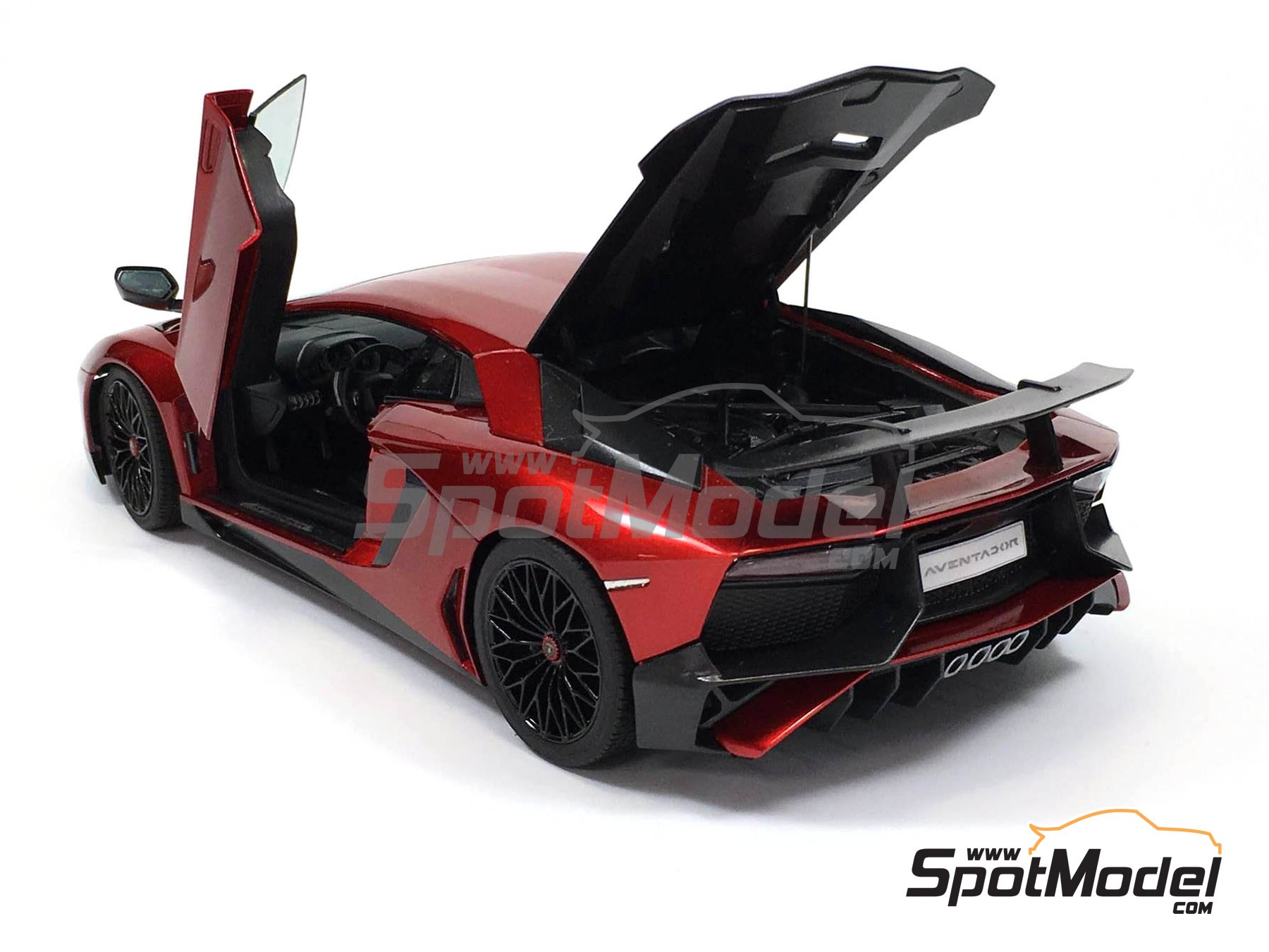 Image 4: Lamborghini Aventador LP750-4 SV | Model car kit in 1/24 scale manufactured by Aoshima (ref. 05121)
