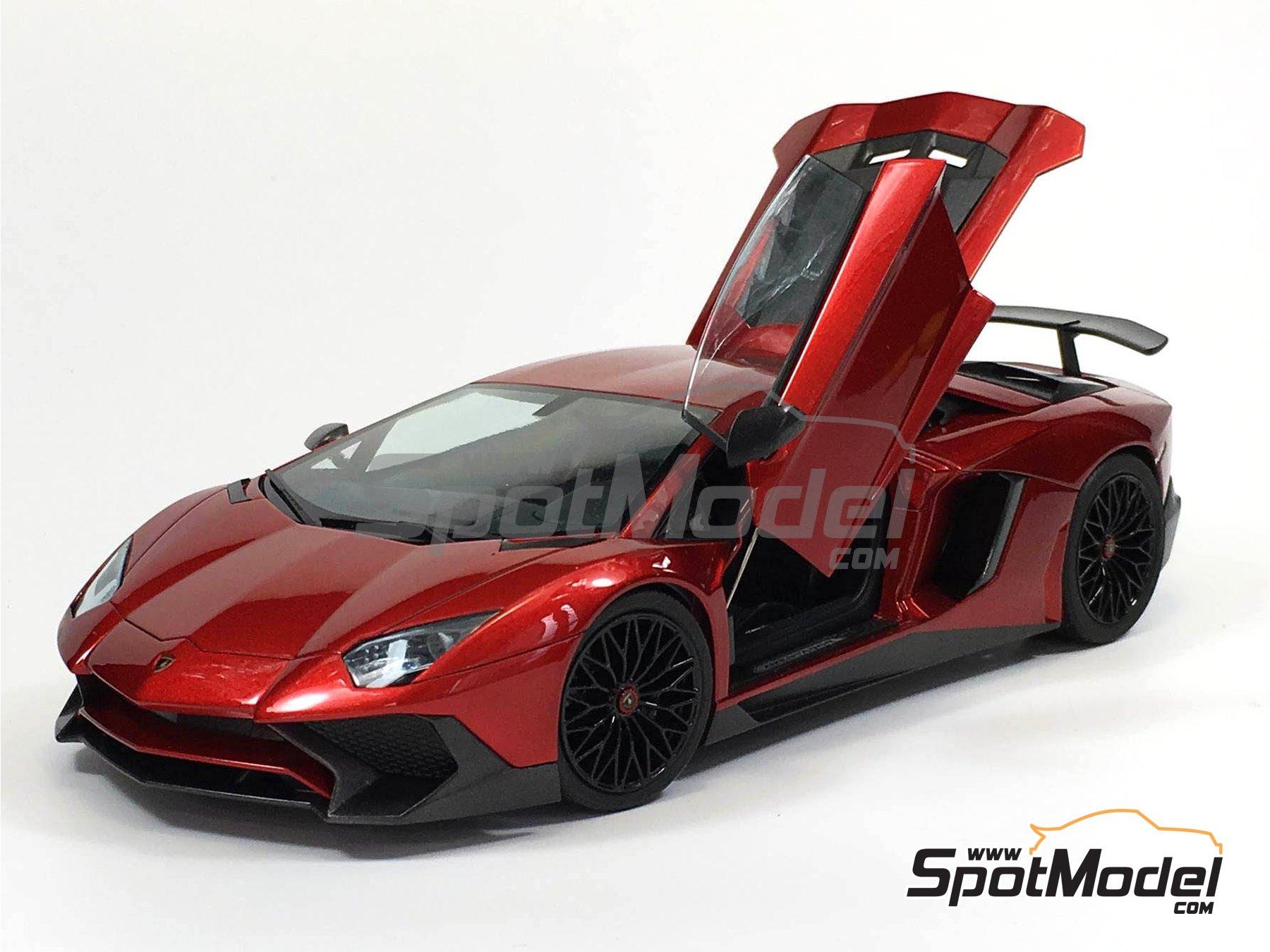 Image 5: Lamborghini Aventador LP750-4 SV | Model car kit in 1/24 scale manufactured by Aoshima (ref.05121)