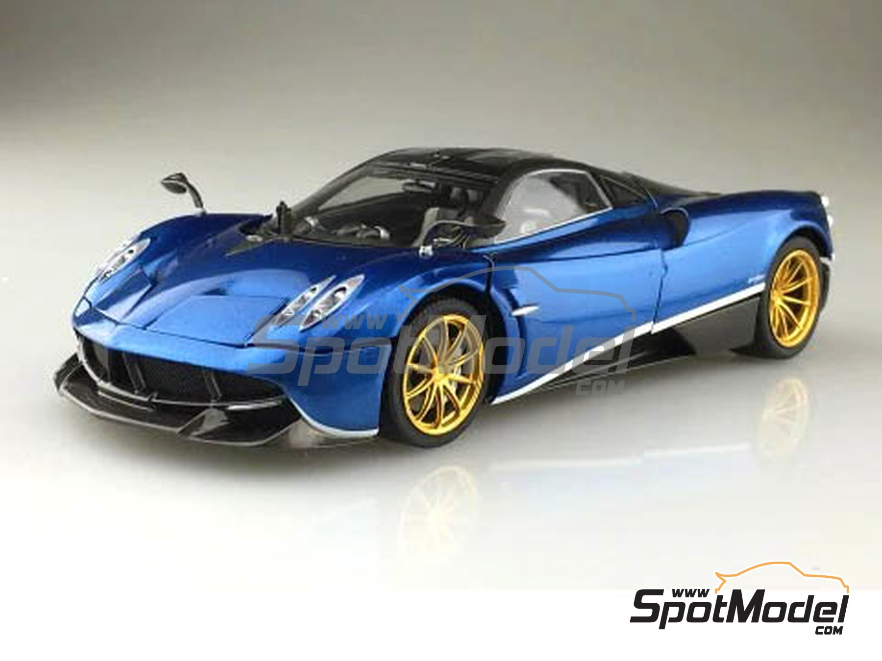 Image 2: Pagani Huayra Pacchetto Tempesta | Model car kit in 1/24 scale manufactured by Aoshima (ref. 05599, also 55991 and 4905083-055991)