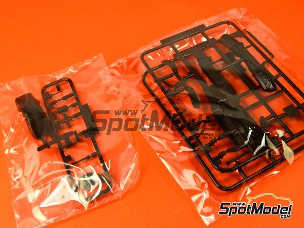 Image 10: Lamborghini Murcielago R-SV All Inkl - Zolder DRM 2011 | Maqueta de coche en escala1/24 fabricado por Aoshima (ref.AOSH-00718)