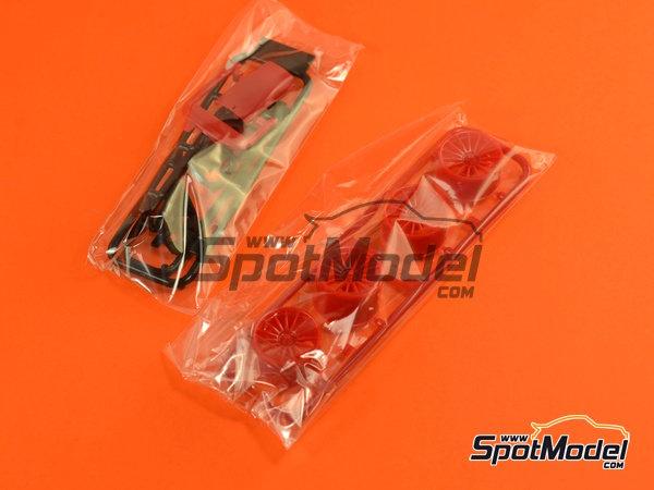 Image 5: McLaren F1 GTR Long Tail Lark - 24 Horas de Le Mans 1997 | Maqueta de coche en escala1/24 fabricado por Aoshima (ref.AOSH-007518)