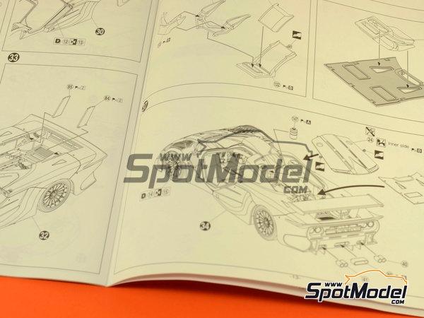Image 12: McLaren F1 GTR Long Tail Lark - 24 Horas de Le Mans 1997 | Maqueta de coche en escala1/24 fabricado por Aoshima (ref.AOSH-007518)