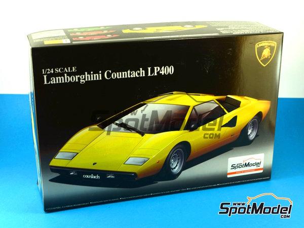 Image 12: Lamborghini Countach LP400 | Model car kit in 1/24 scale manufactured by Aoshima (ref.AOSH-04670)