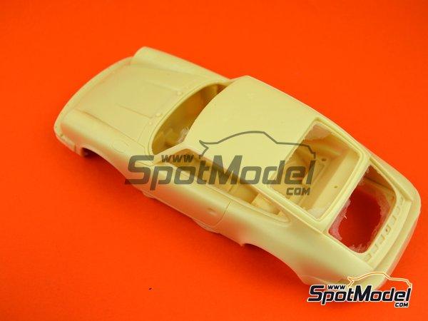 Image 6: Porsche 911SC Martini Racing - Rally Safari 1978 | Maqueta de coche en escala1/24 fabricado por Arena (ref.ARE861-24)
