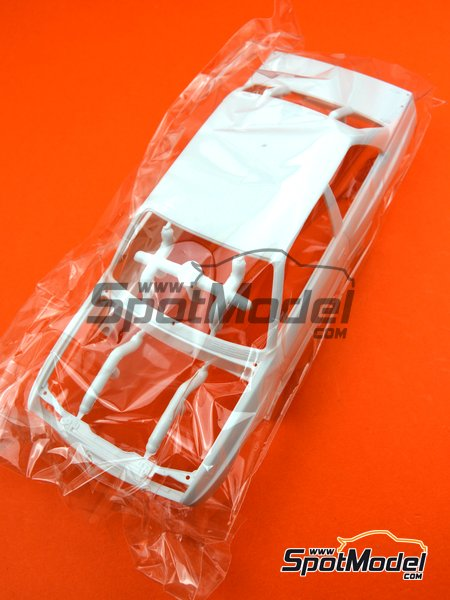 BMW M3 E30: Body | Spare part in 1/24 scale manufactured by Beemax Model Kits (ref. B24007-BODY) image