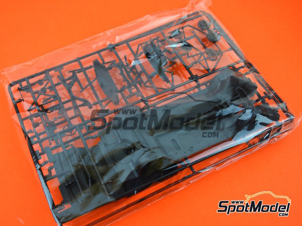 Image 4: BMW M3 E30 - DTM 1991 | Model car kit in 1/24 scale manufactured by Beemax Model Kits (ref. B24007)
