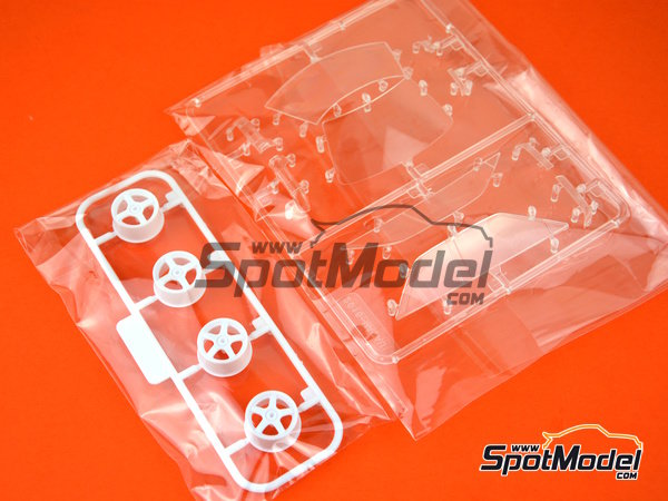 Image 17: Toyota Corolla Levin AE92 Group A -  1988 | Model car kit in 1/24 scale manufactured by Beemax Model Kits (ref. B24010)