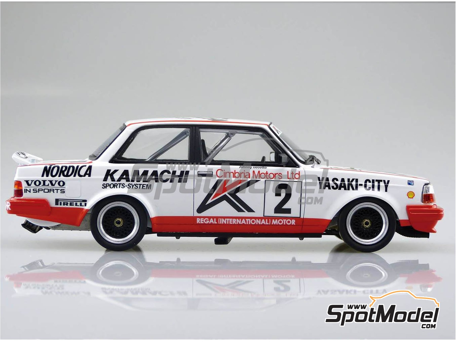 Image 4: Volvo 240 Turbo Group A Kamachi - Volvo Dealer Team Europe - Inter TEC championship Fuji Speedway, Guia Race of Macau 1985 and 1986 | Model car kit in 1/24 scale manufactured by Beemax Model Kits (ref. B24012)