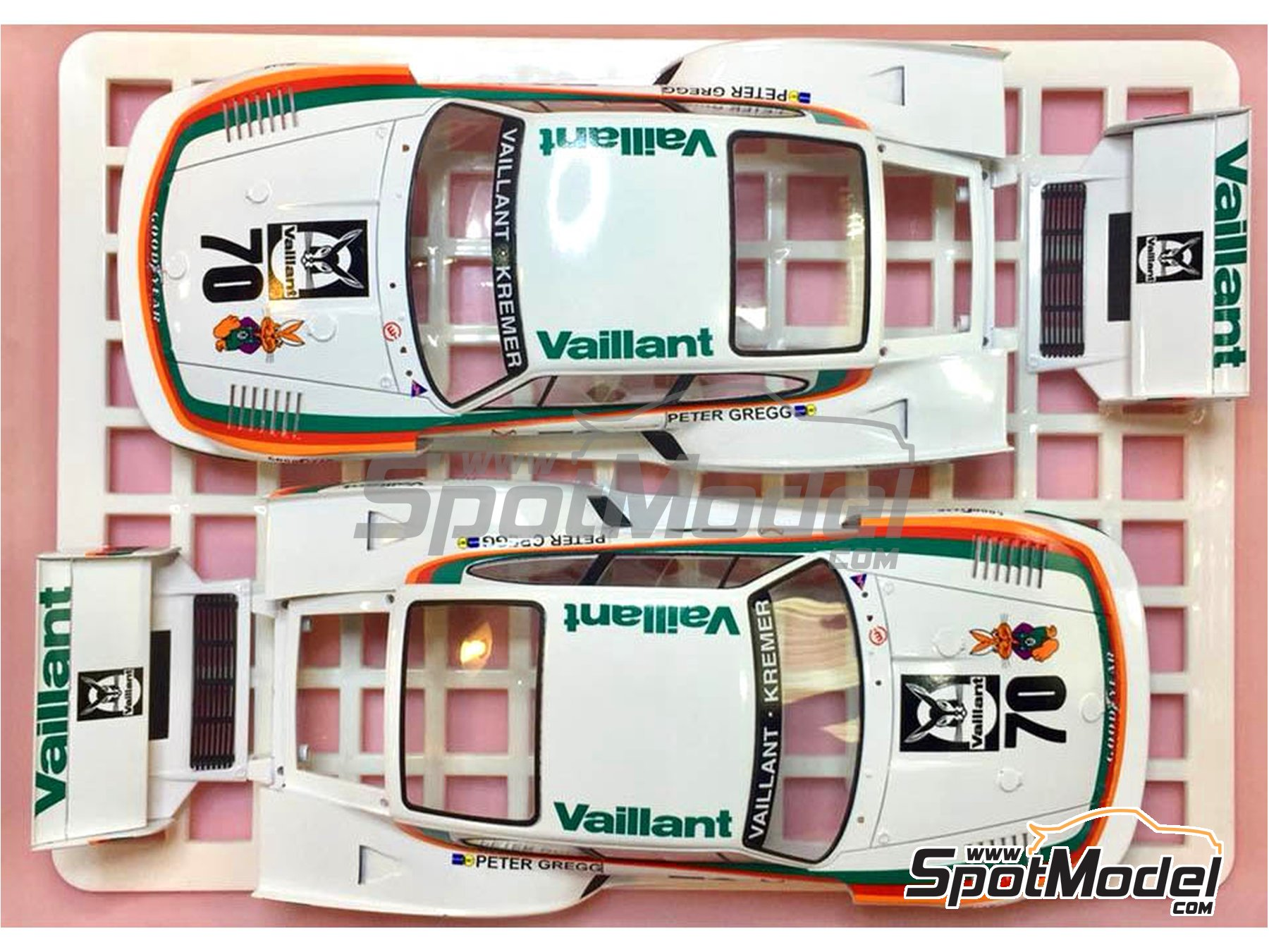 Image 2: Porsche 935 K2 Kremer Vaillant - Deutsche Rennsport Meisterschaft DRM 1977 | Model car kit in 1/24 scale manufactured by Beemax Model Kits (ref. B24015, also 105108, aos10510 and 4905083105108)