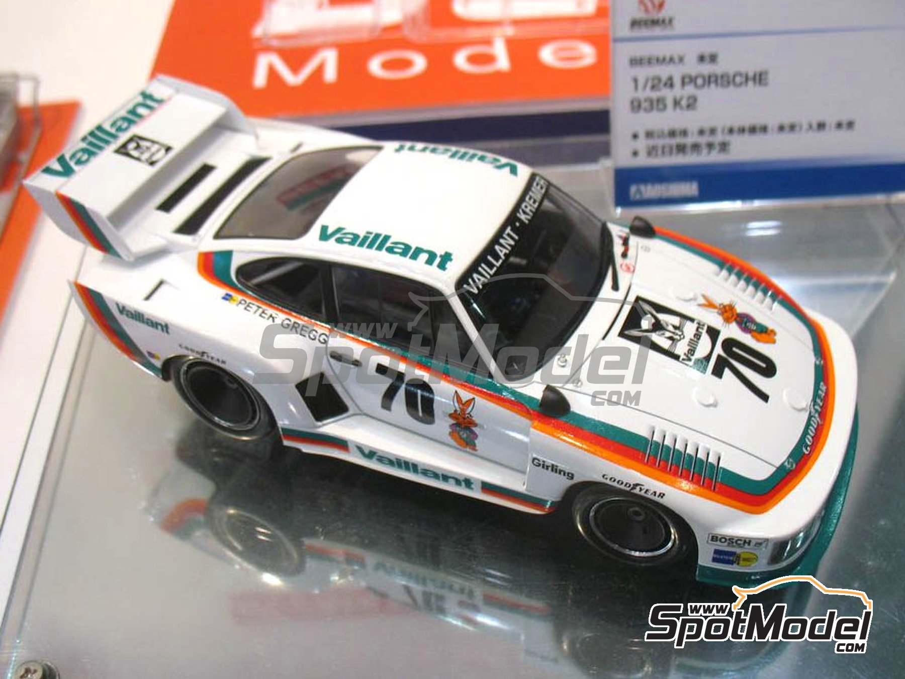 Image 4: Porsche 935 K2 Kremer Vaillant - Deutsche Rennsport Meisterschaft DRM 1977 | Model car kit in 1/24 scale manufactured by Beemax Model Kits (ref. B24015, also 105108, aos10510 and 4905083105108)