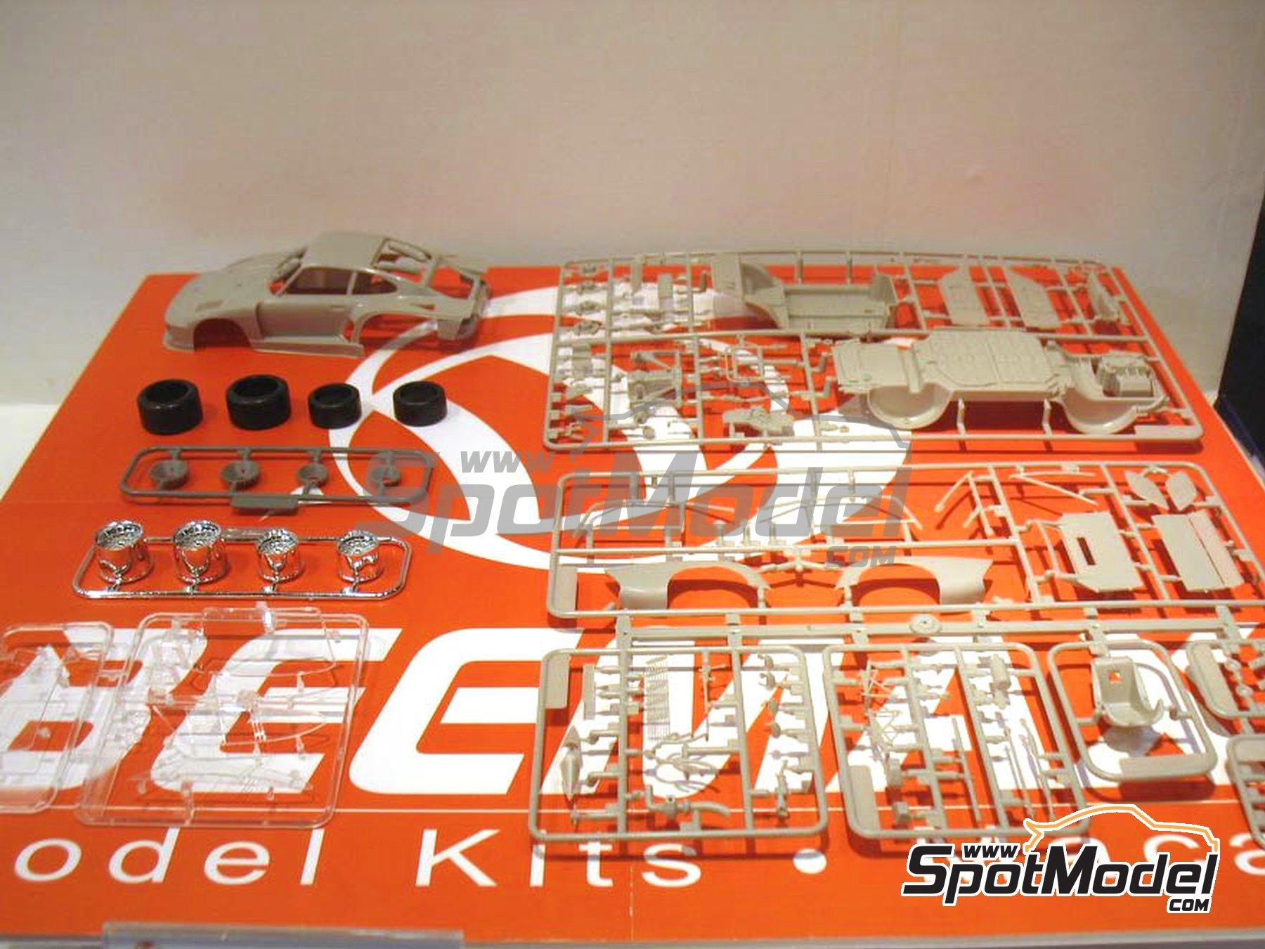 Image 5: Porsche 935 K2 Kremer Vaillant - 1000 kilómetros de Nürburgring 1970 | Maqueta de coche en escala1/24 fabricado por Beemax Model Kits (ref.B24015)