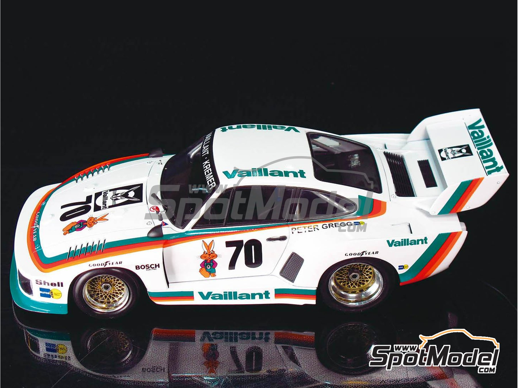 Image 6: Porsche 935 K2 Kremer Vaillant - Deutsche Rennsport Meisterschaft DRM 1977 | Model car kit in 1/24 scale manufactured by Beemax Model Kits (ref. B24015, also 105108, aos10510 and 4905083105108)