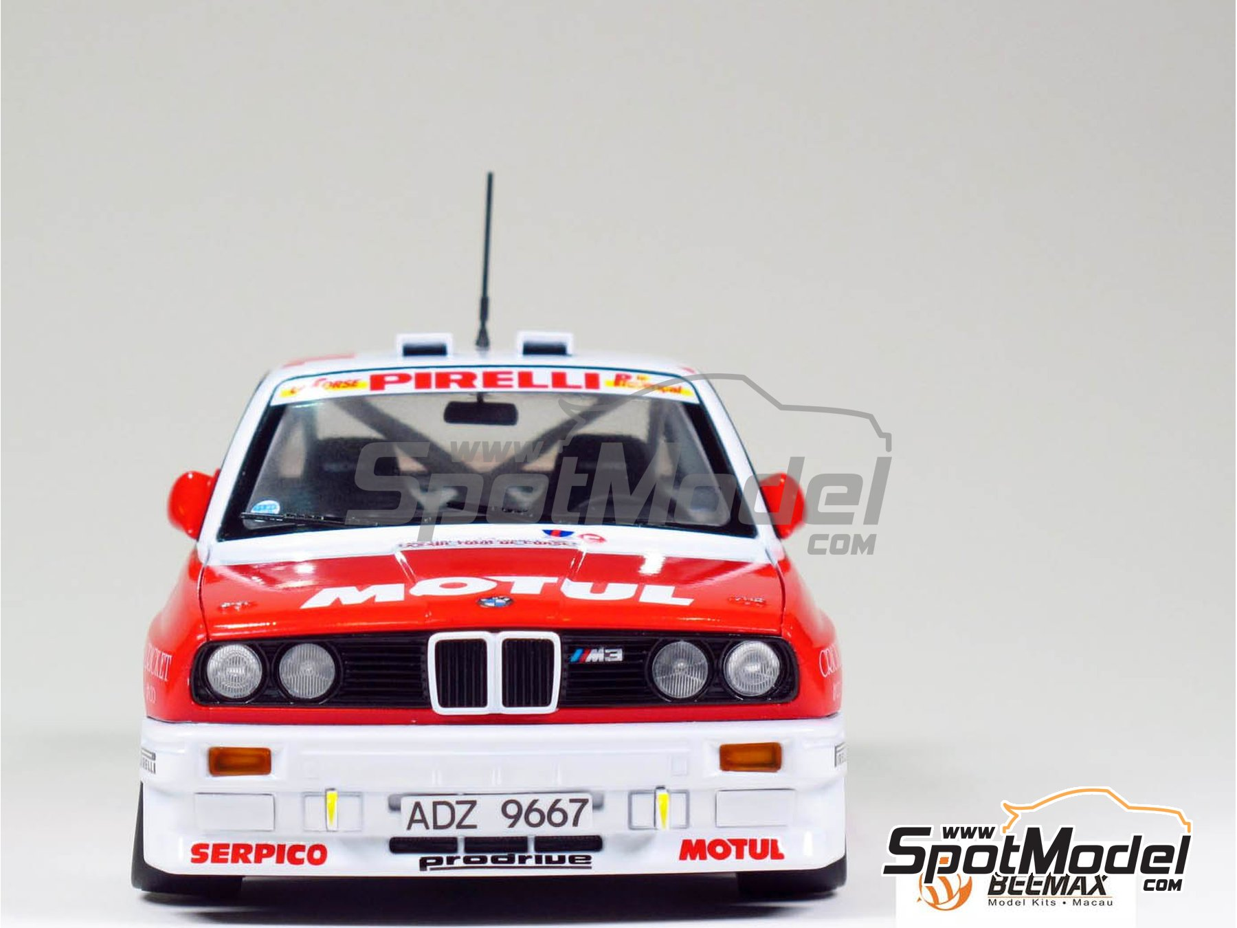 Image 1: BMW M3 E30 Rally Bastos Motul - Tour de Corse 1988 | Model car kit in 1/24 scale manufactured by Beemax Model Kits (ref. B24016)