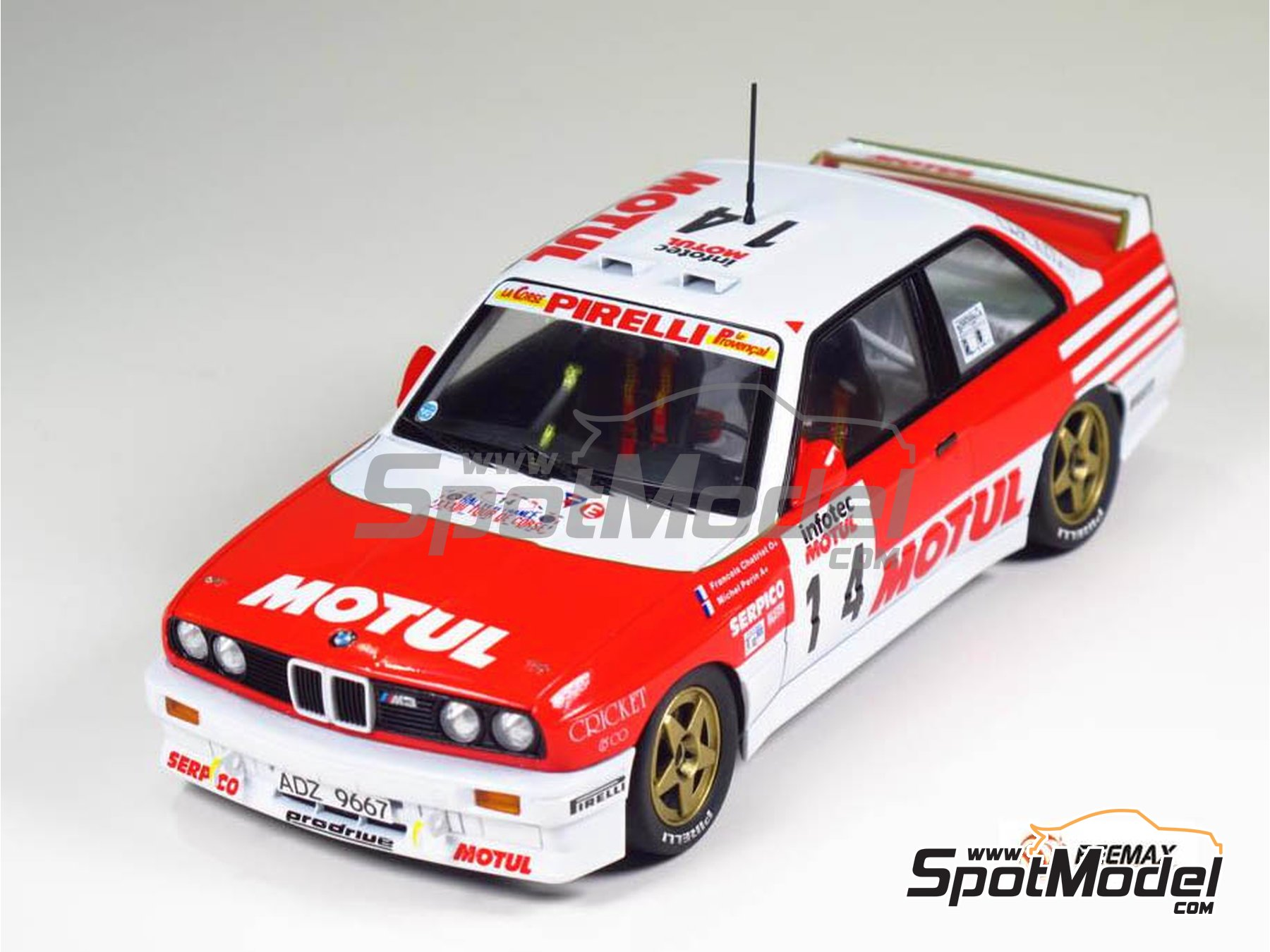 Image 2: BMW M3 E30 Rally Bastos Motul - Tour de Corse 1988 | Model car kit in 1/24 scale manufactured by Beemax Model Kits (ref. B24016)
