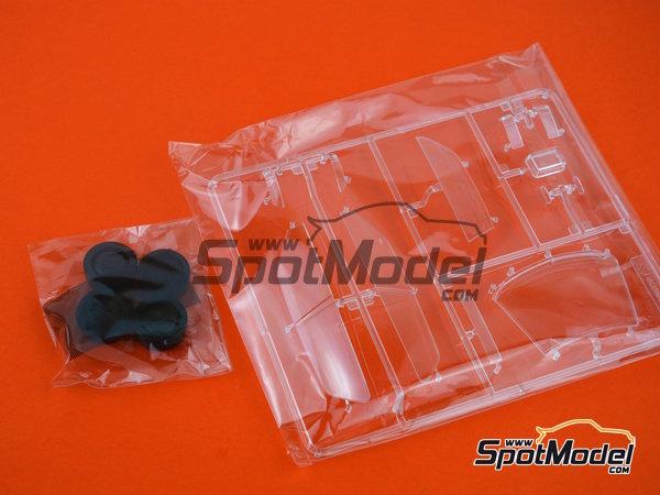 Image 4: Honda Civic EF3 Grupo A -  1988 | Maqueta de coche en escala1/24 fabricado por Beemax Model Kits (ref.B29009)