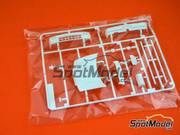 Image 6: Honda Civic EF3 Grupo A -  1988 | Maqueta de coche en escala1/24 fabricado por Beemax Model Kits (ref.B29009)