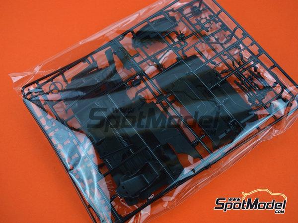 Image 10: Honda Civic EF3 Grupo A -  1988 | Maqueta de coche en escala1/24 fabricado por Beemax Model Kits (ref.B29009)