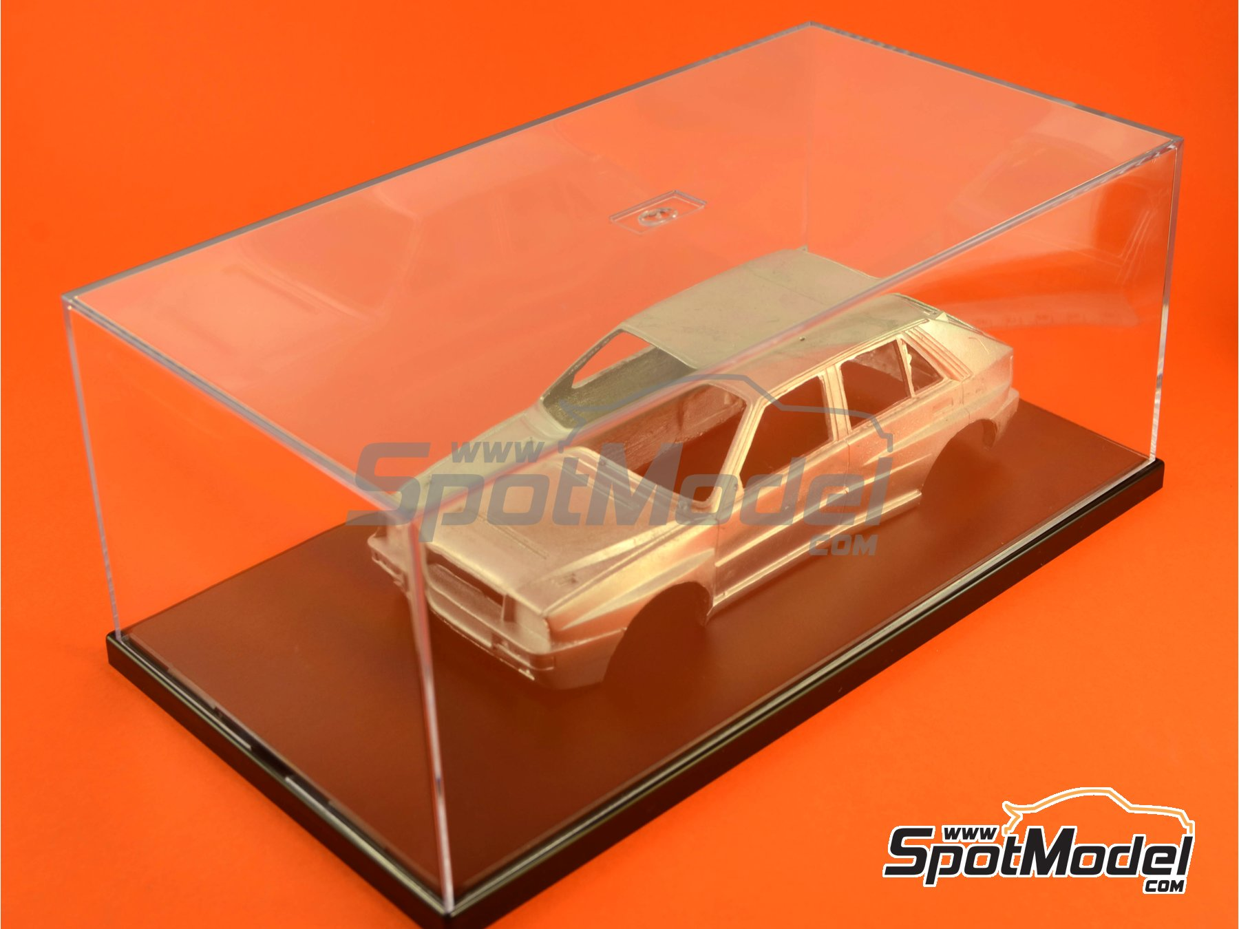 Image 2: Display case for 1/24 scale model cars | Display case in 1/24 scale manufactured by Belkits (ref. BEL-ACC001)