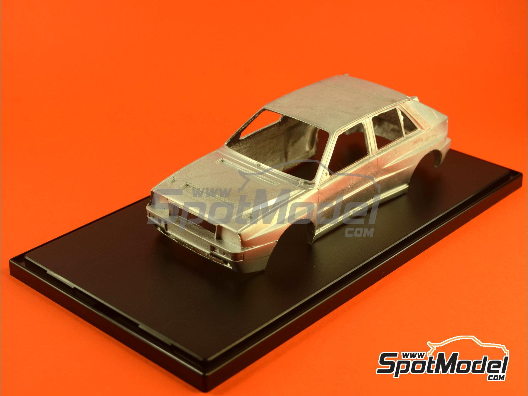 Image 3: Display case for 1/24 scale model cars | Display case in 1/24 scale manufactured by Belkits (ref. BEL-ACC001)