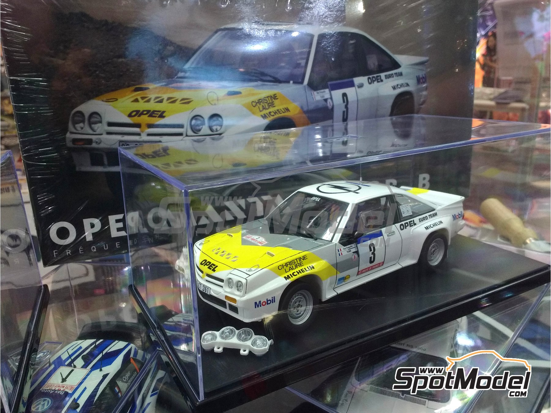 Image 2: Opel Manta 400 Group B Opel Euro Team - Tour de France Automobile 1984 | Model car kit in 1/24 scale manufactured by Belkits (ref. BEL008)