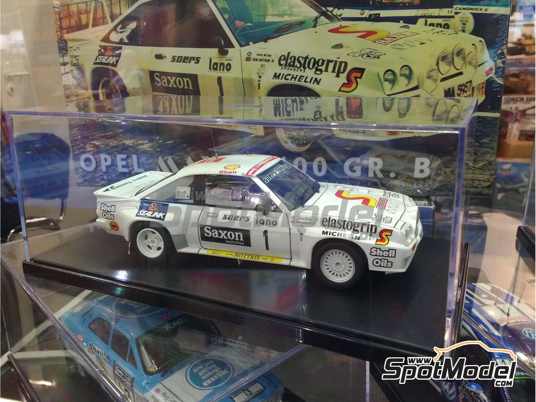 Image 3: Opel Manta 400 Group B - 24 Hours de Ypres Rally 1984 | Model car kit in 1/24 scale manufactured by Belkits (ref. BEL009)