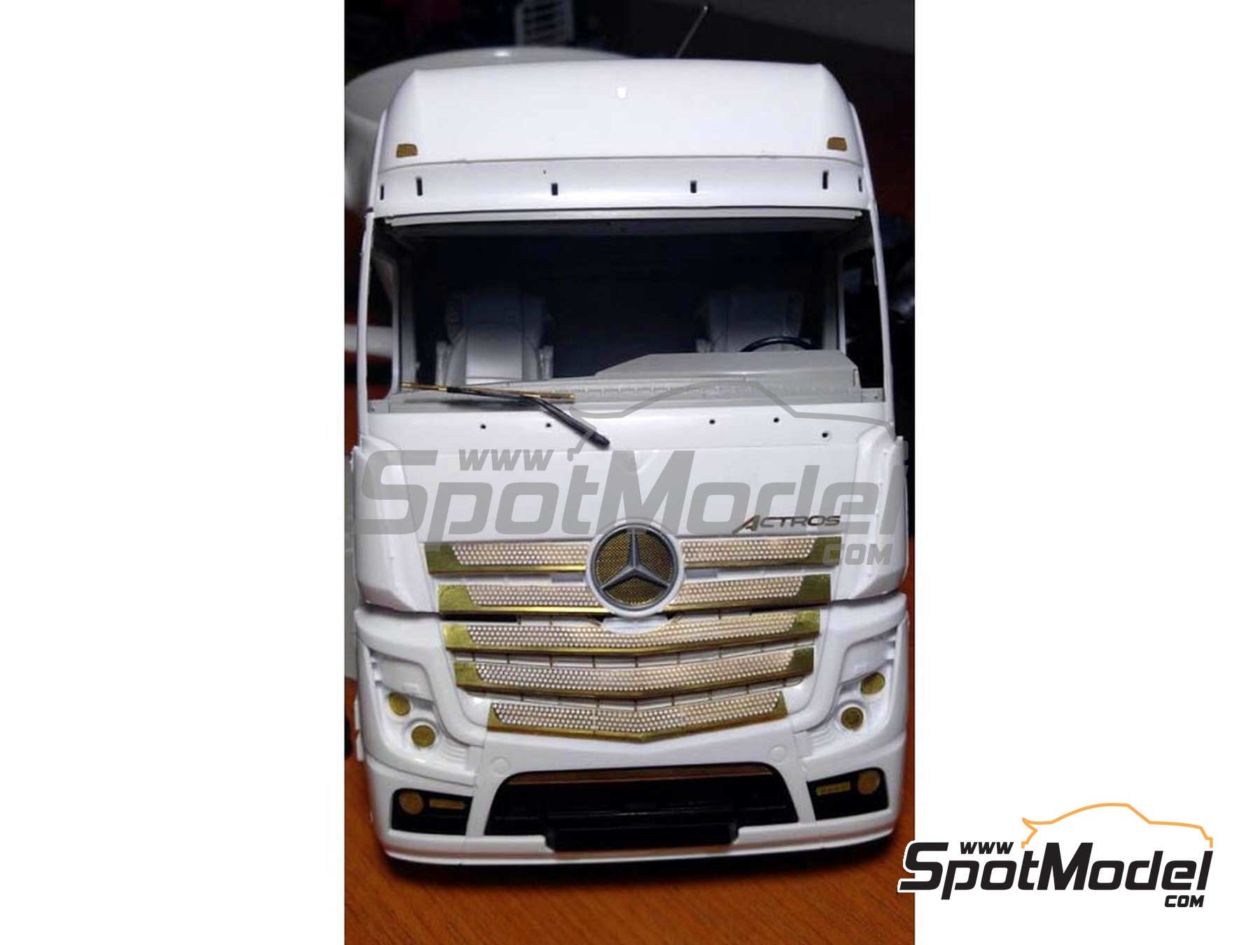 Image 2: Mercedes Benz Actros Gigaspace MP4 | Detail up set in 1/24 scale manufactured by Czech Truck Model (ref. CTM035)