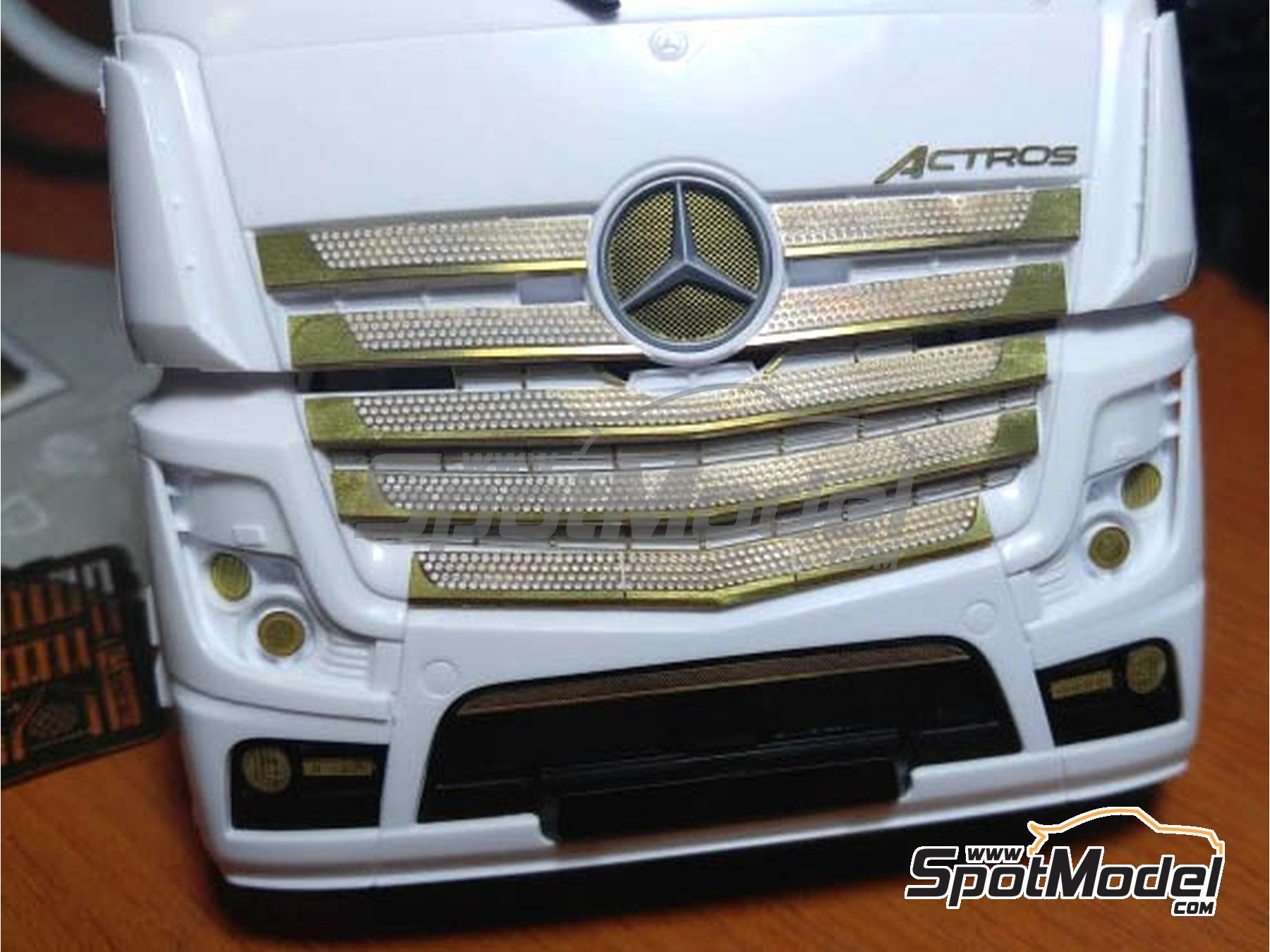 Image 4: Mercedes Benz Actros Gigaspace MP4 | Detail up set in 1/24 scale manufactured by Czech Truck Model (ref. CTM035)
