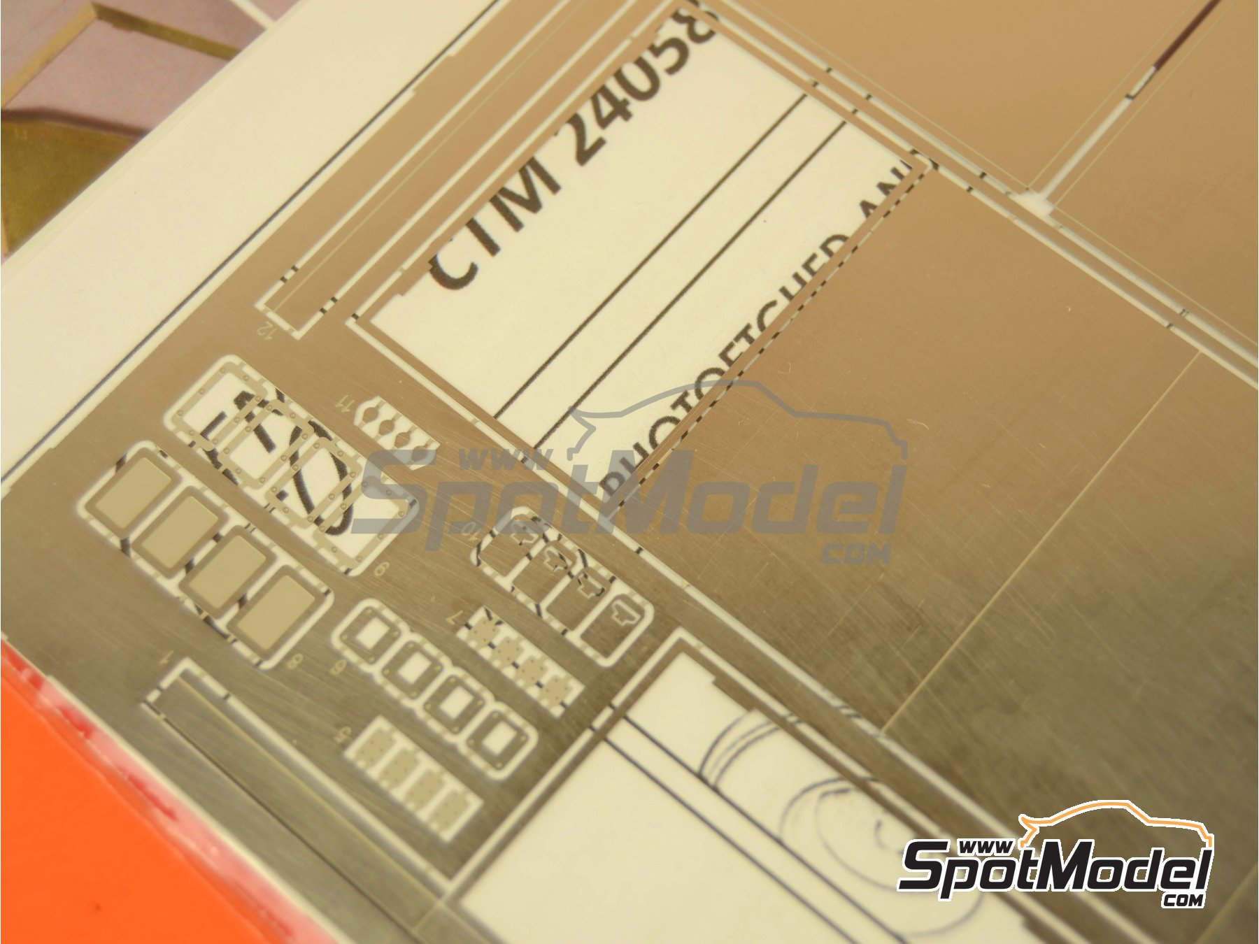 Image 2: Euro custom truck toolbox | Detail in 1/24 scale manufactured by Czech Truck Model (ref. CTM24058)
