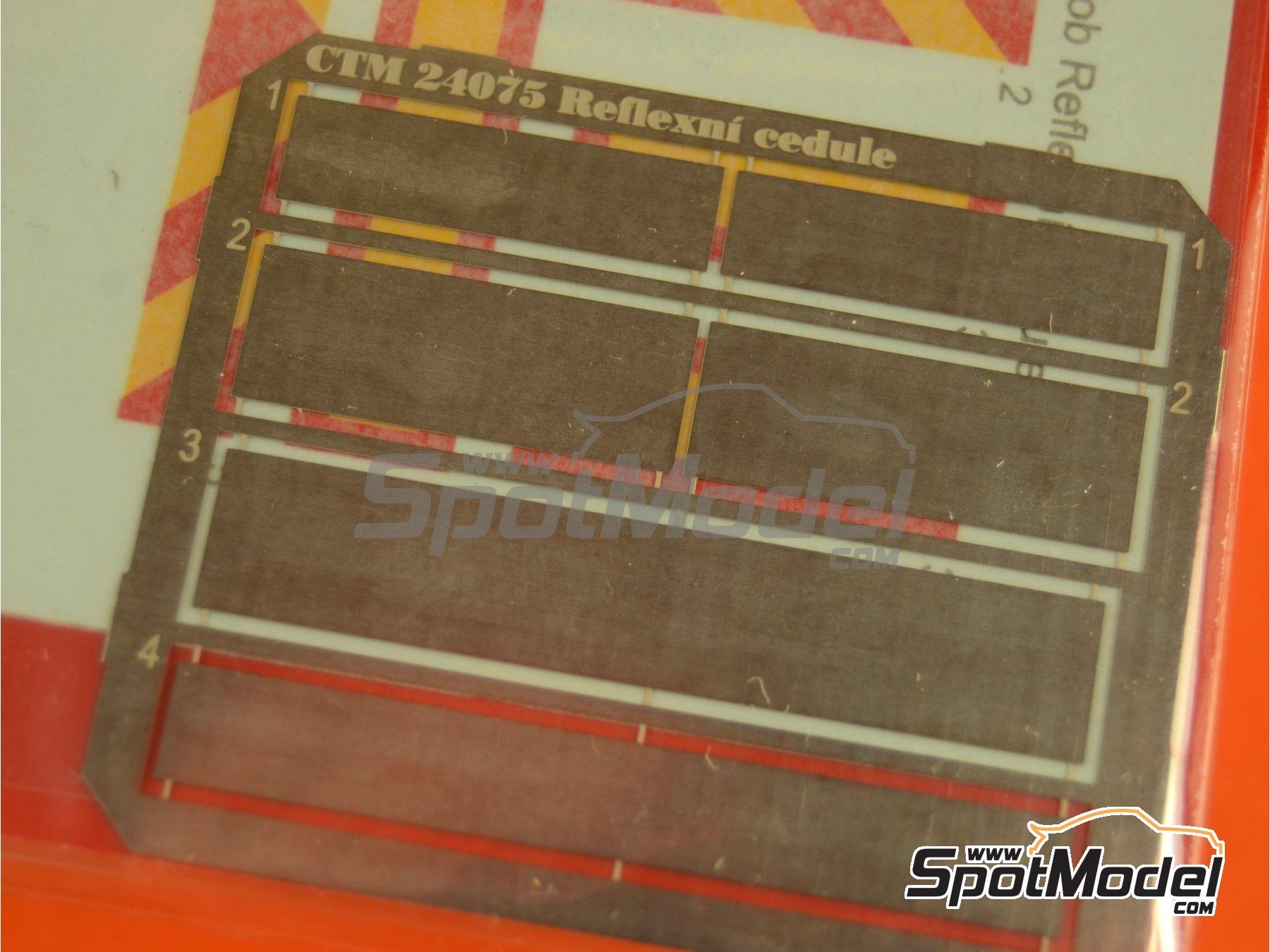Image 2: Placas reflectantes traseras tipo ECE R 70 | Mejora en escala1/24 fabricado por Czech Truck Model (ref.CTM24075)
