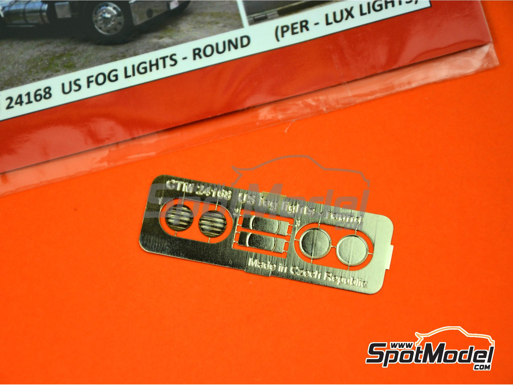 Image 2: US Per - Lux fog lights round | Lights in 1/24 scale manufactured by Czech Truck Model (ref. CTM24168)