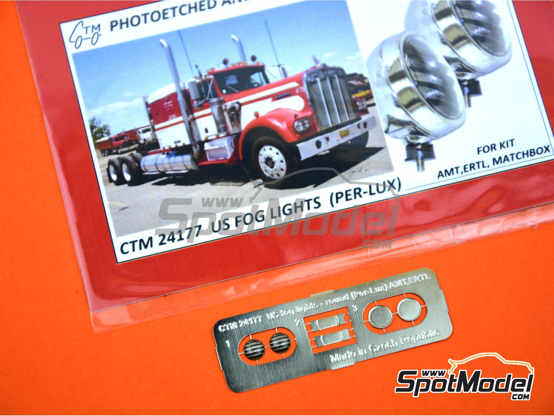 Image 4: US fog lights round Per-Lux | Lights in 1/24 scale manufactured by Czech Truck Model (ref. CTM24177)
