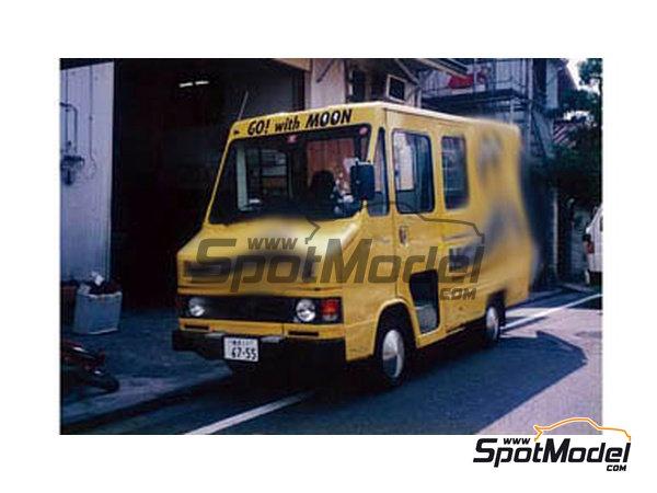 Image 1: Toyota Hiace Mooneyes Equipment | Decoración en escala1/24 fabricado por Decalpool (ref.DP094)