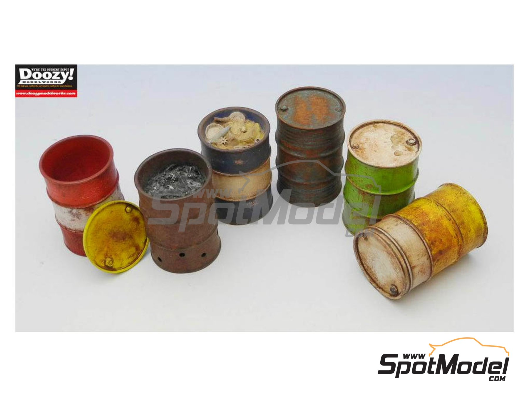 Image 3: Drum can set | Model kit in 1/24 scale manufactured by Doozy Modelworks (ref. DZ004)