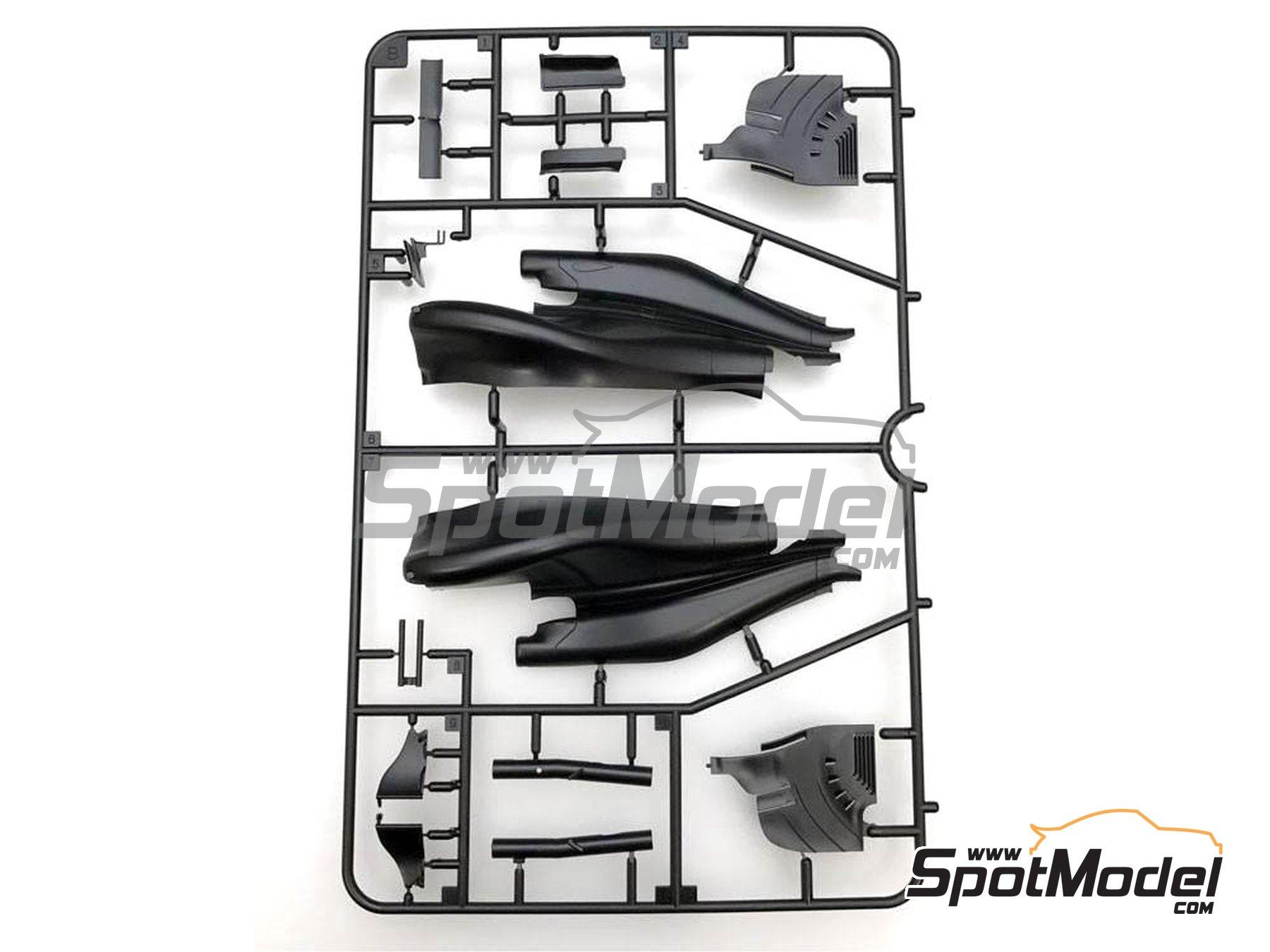 Image 6: McLaren Honda MP4/31 - Spanish Grand Prix 2016 | Model car kit in 1/20 scale manufactured by Ebbro (ref.EBR20018)