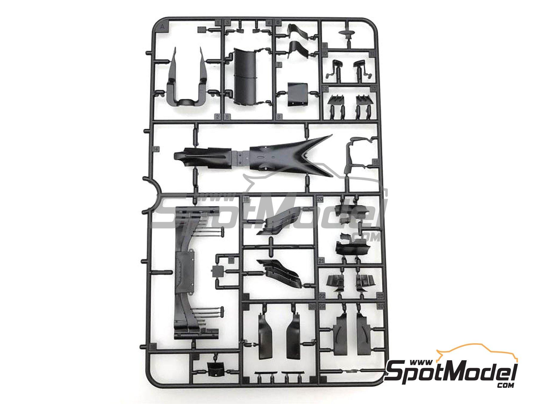 Image 7: McLaren Honda MP4/31 - Spanish Grand Prix 2016 | Model car kit in 1/20 scale manufactured by Ebbro (ref.EBR20018)